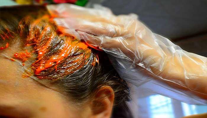 Покраска волос против вшей