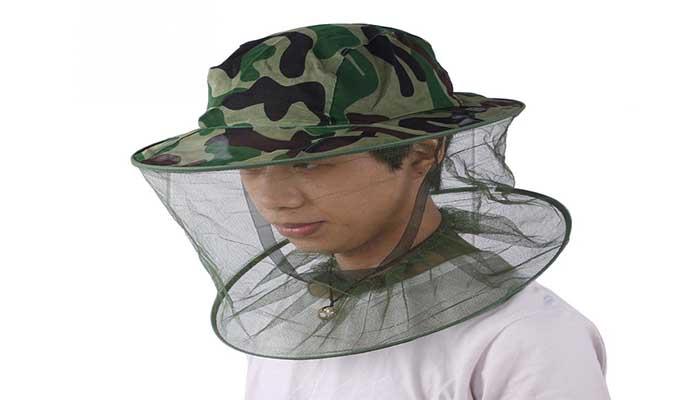 Москитная маска защитит от оленьих вшей