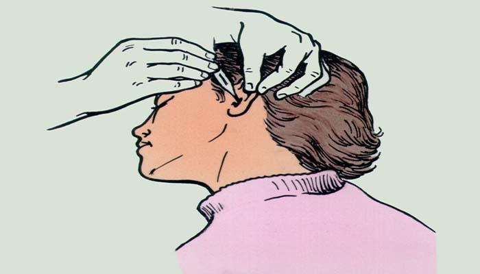 Закапывание в ухо